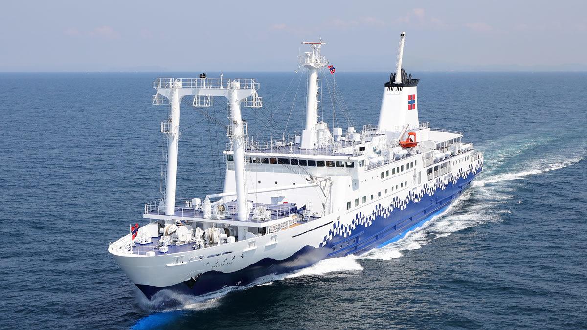 東京竹芝桟橋と東京諸島を結ぶ定期船「さるびあ丸」
