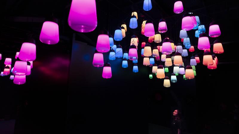 呼応するランプのアレイとスパイラル - ワンストローク, Metropolis Tokyo / Array and Spiral of Resonating Lamps - One Stroke, Metropolis Tokyo