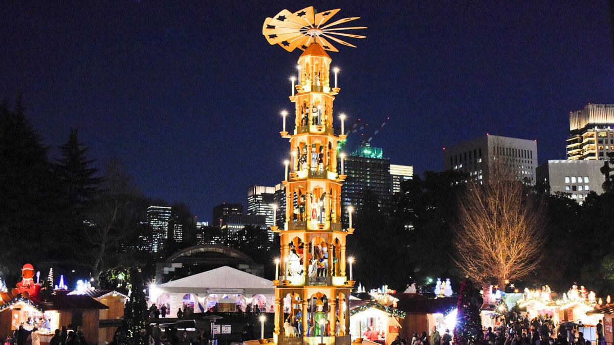 東京クリスマスマーケット クリスマスピラミッド